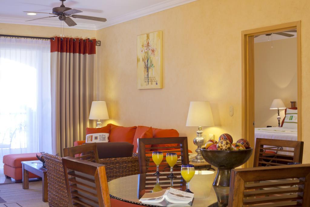 Villa Del Palmar Flamingos Beach Resort & Spa Living Room