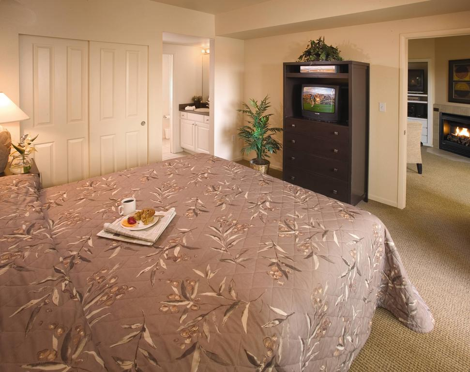 WorldMark Las Vegas Boulevard bedroom
